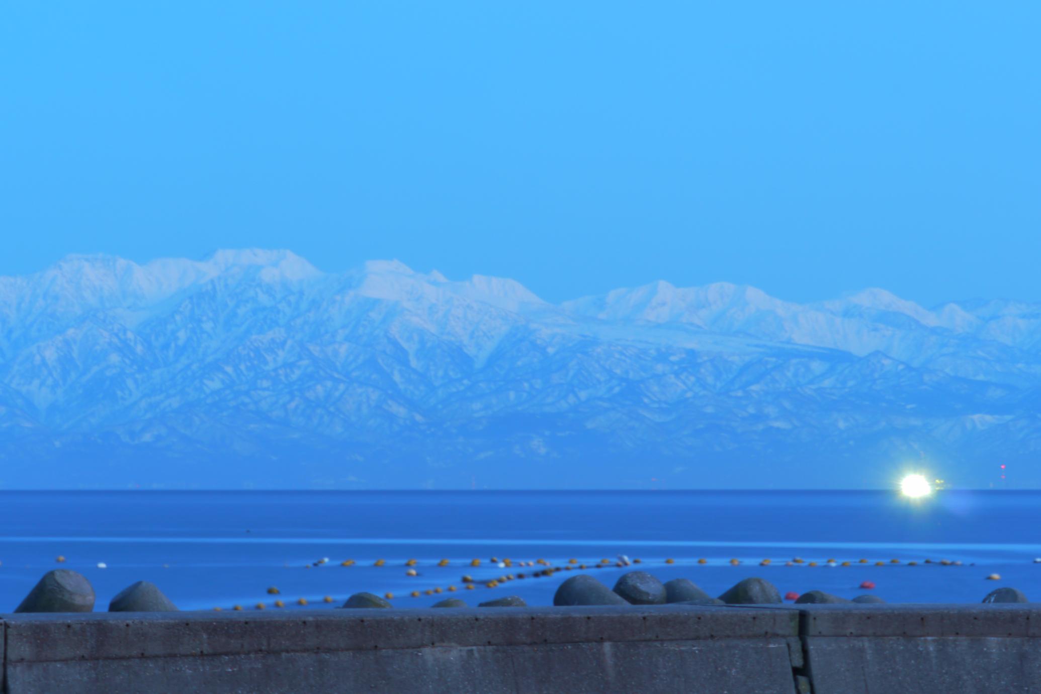 氷見温泉郷からの立山